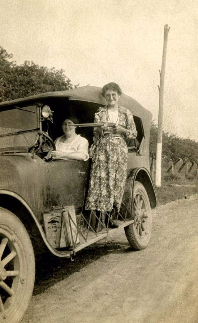 14 Vintage Photos That Remind You of Bonnie and Clyde