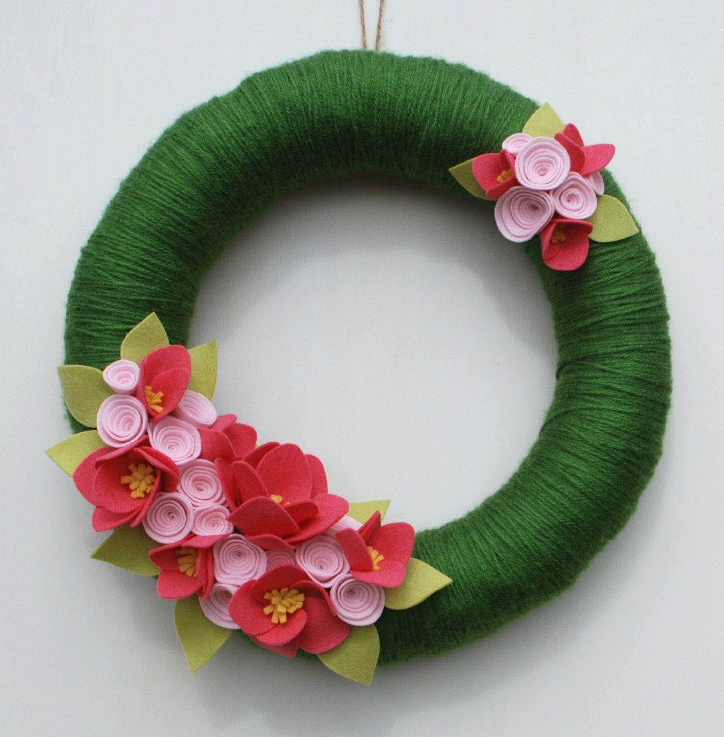 Guirnalda de verano rosa y verde hilo y fieltro por - Coronas navidenas de fieltro ...
