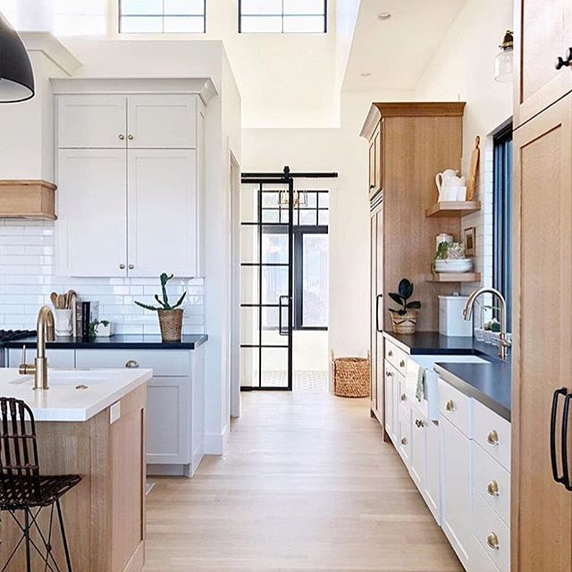 25 Absolutely Gorgeous Transitional Style Kitchen Ideas: Absolutely Gorgeous Details In This Beautiful Kitchen