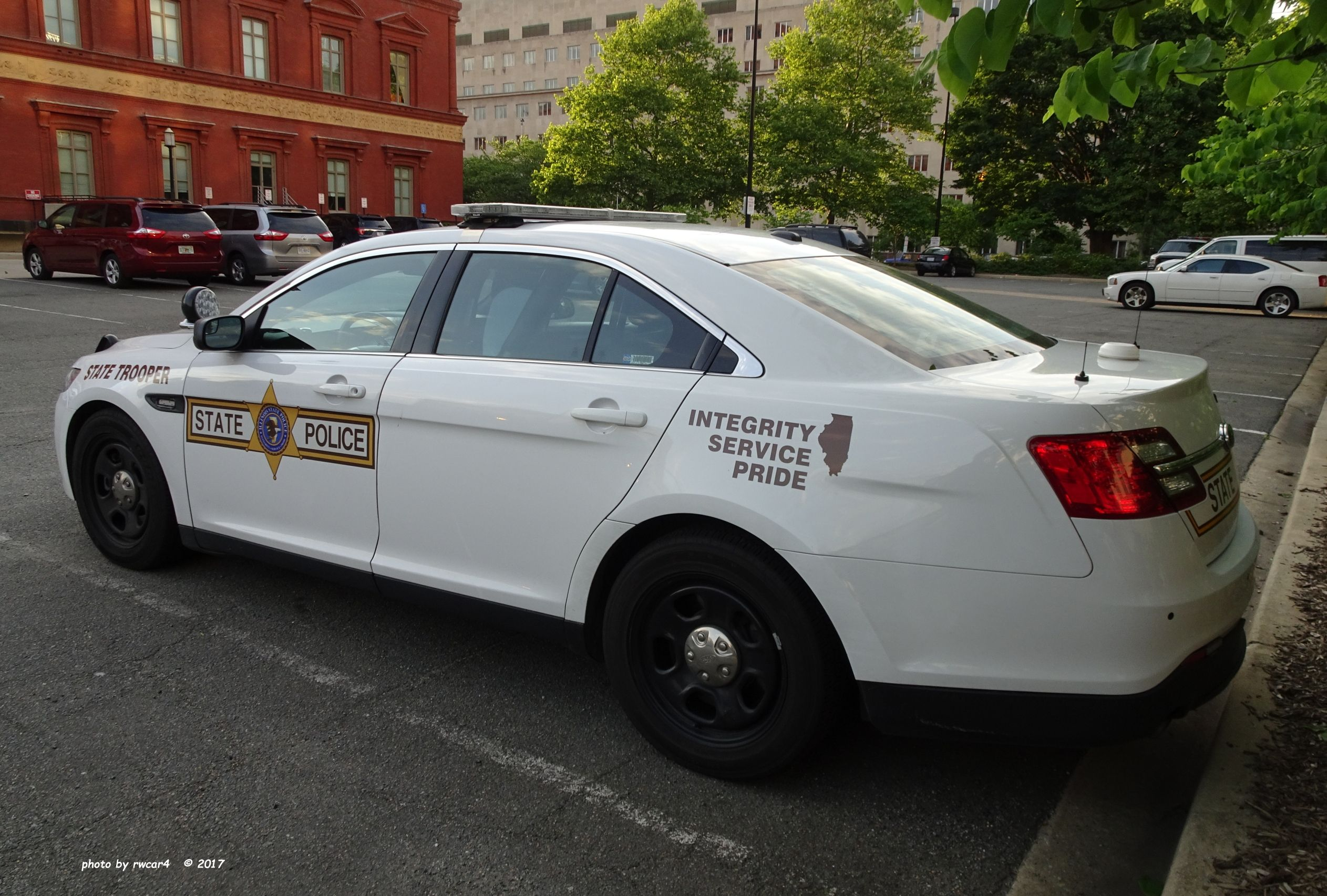 Illinois State Police 2017 Ford Police Interceptor Sedan Ford Police State Police Police Cars