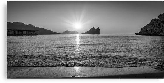 Lienzo en blanco y negro de un amanecer en Aguilas, Murcia