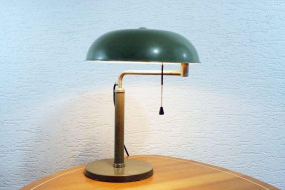 Lampe de bureau laquée verte Mod¨le dessiné par Alfred Müller en