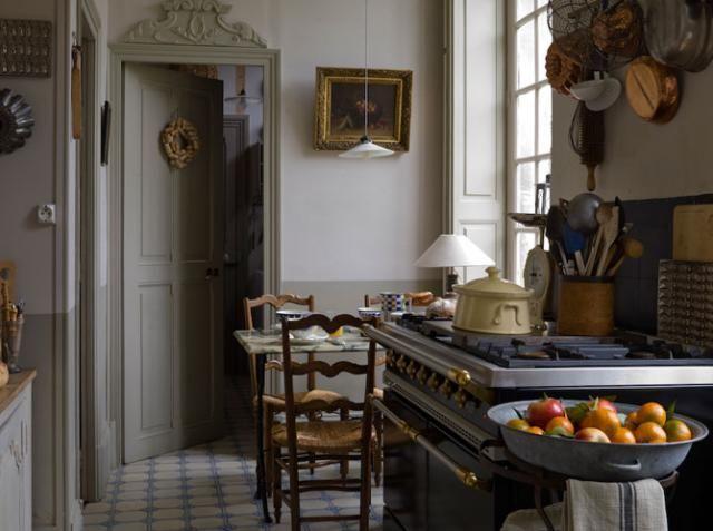 kitchens-cream-gray-eat-in-kitchens-kitchen-pots-kitchen-storage-ovens-tile-floors