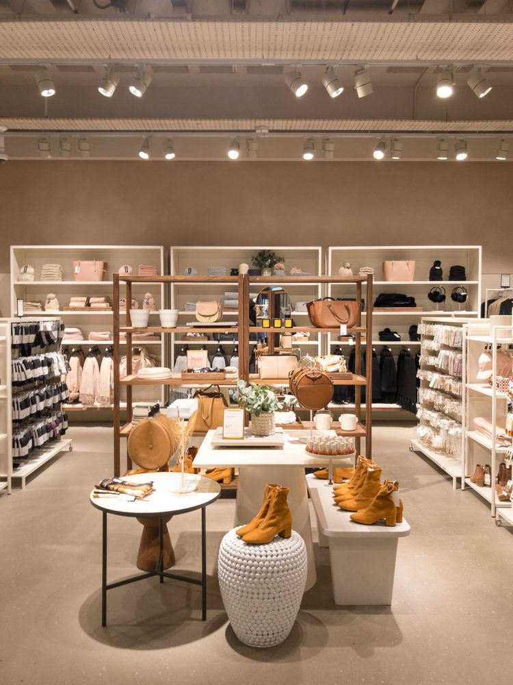 H&M Hammersmith Interior Product Display Design Visual Merchandising. Best clothing shops in London.