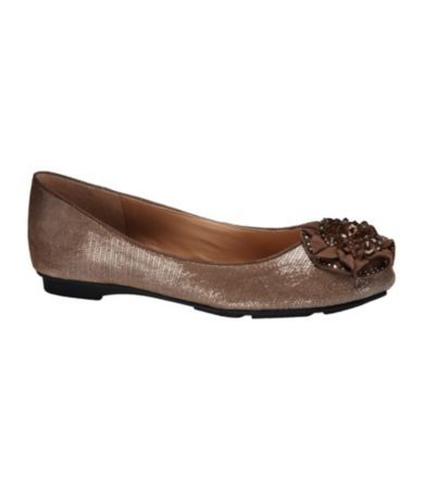 Super cute and fun ballet flats that can update evening, work, or casual looks.