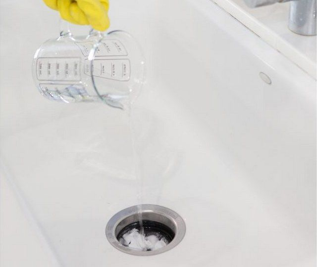 How to Naturally Clean a Smelly Drain | CLEAN THE KITCHEN ...
