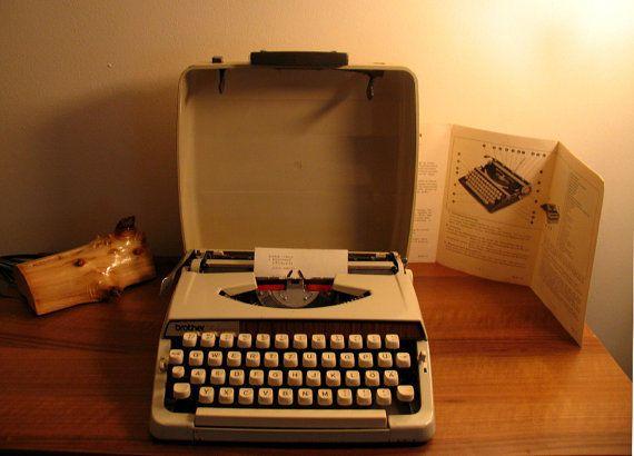 Vintage Schreibmaschine Brother Deluxe 900 - 1970er Made in Germany. Büro