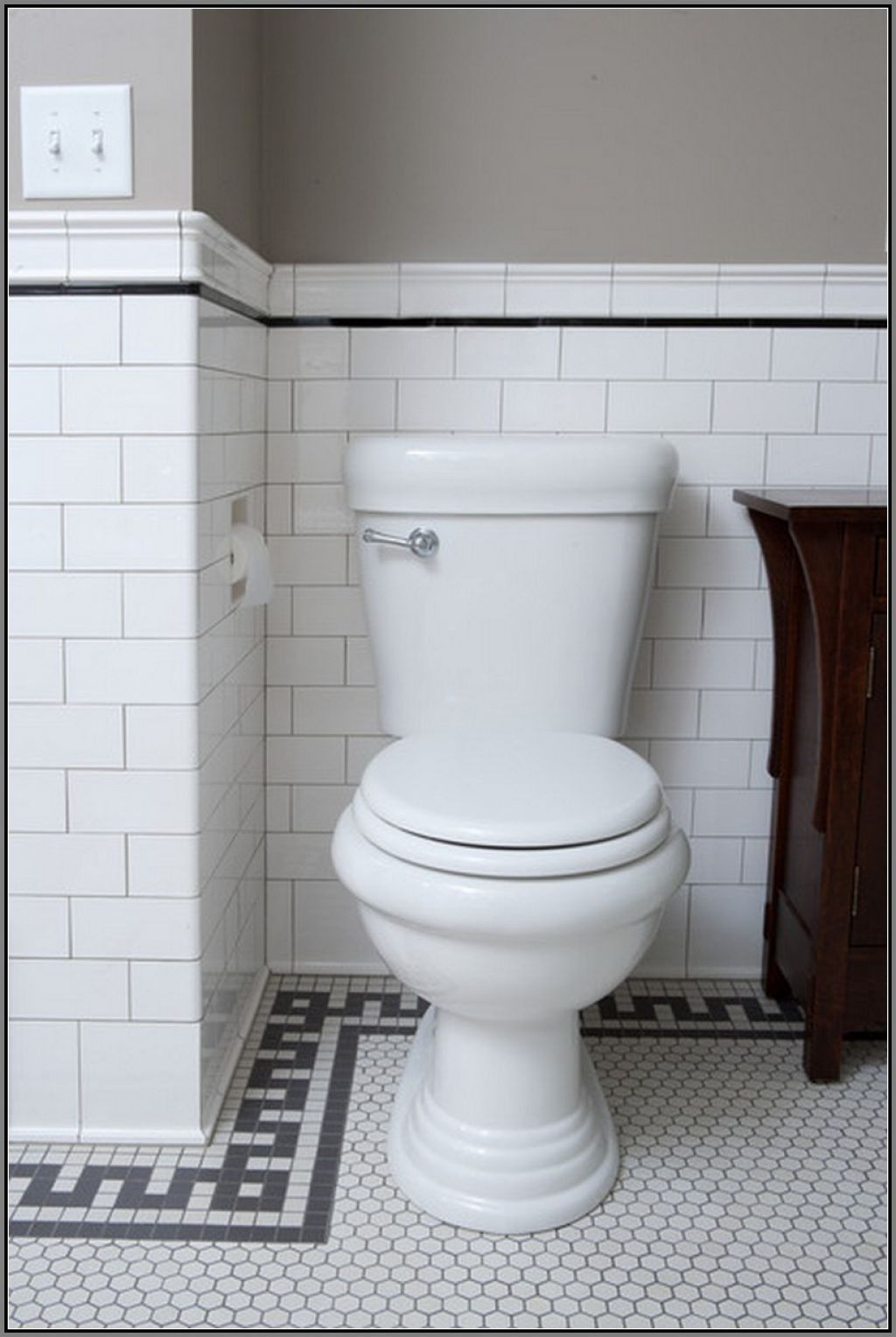 Bathroom With Subway Tiles And Recessed Toilet Paper Holder | Black ...