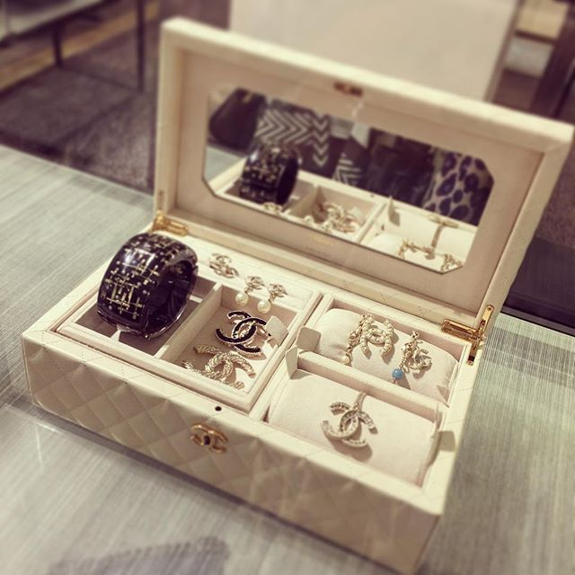 My Dream how amazing is this Chanel Jewellery Box plus all the