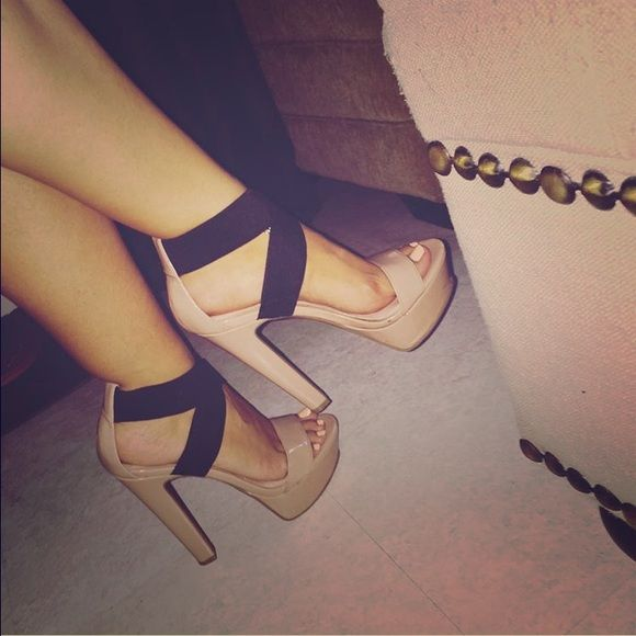 e33506b77e1d Jessica Simpson nude heels Gorgeous and sexy nude Jessica Simpson heels!  Has stretchy black strap