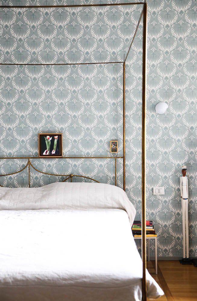 Chambre à coucher Papier peint motifs bleus Lit à baldaquin Sibilla