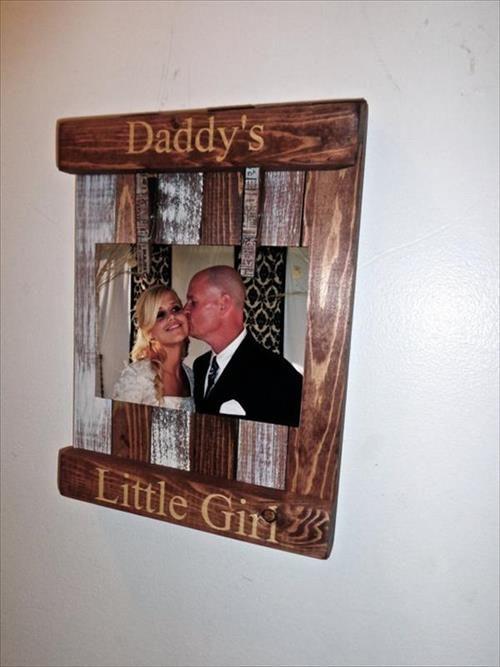 Pallet picture frame holder | mine | Pinterest | Pallet picture ...
