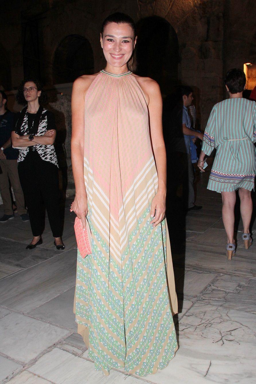 d43c6a87508 Μαρία Ναυπλιώτου: Με παραμυθένιο halter-neck φόρεμα!   Joy Shopping ...