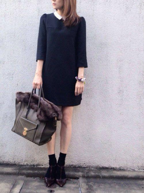 ZARA(ザラ)襟付き上品ワンピースにクルーソックス&パンプススタイルのコーディネート画像