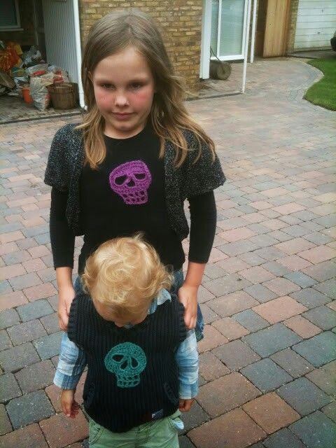 Scull party tops