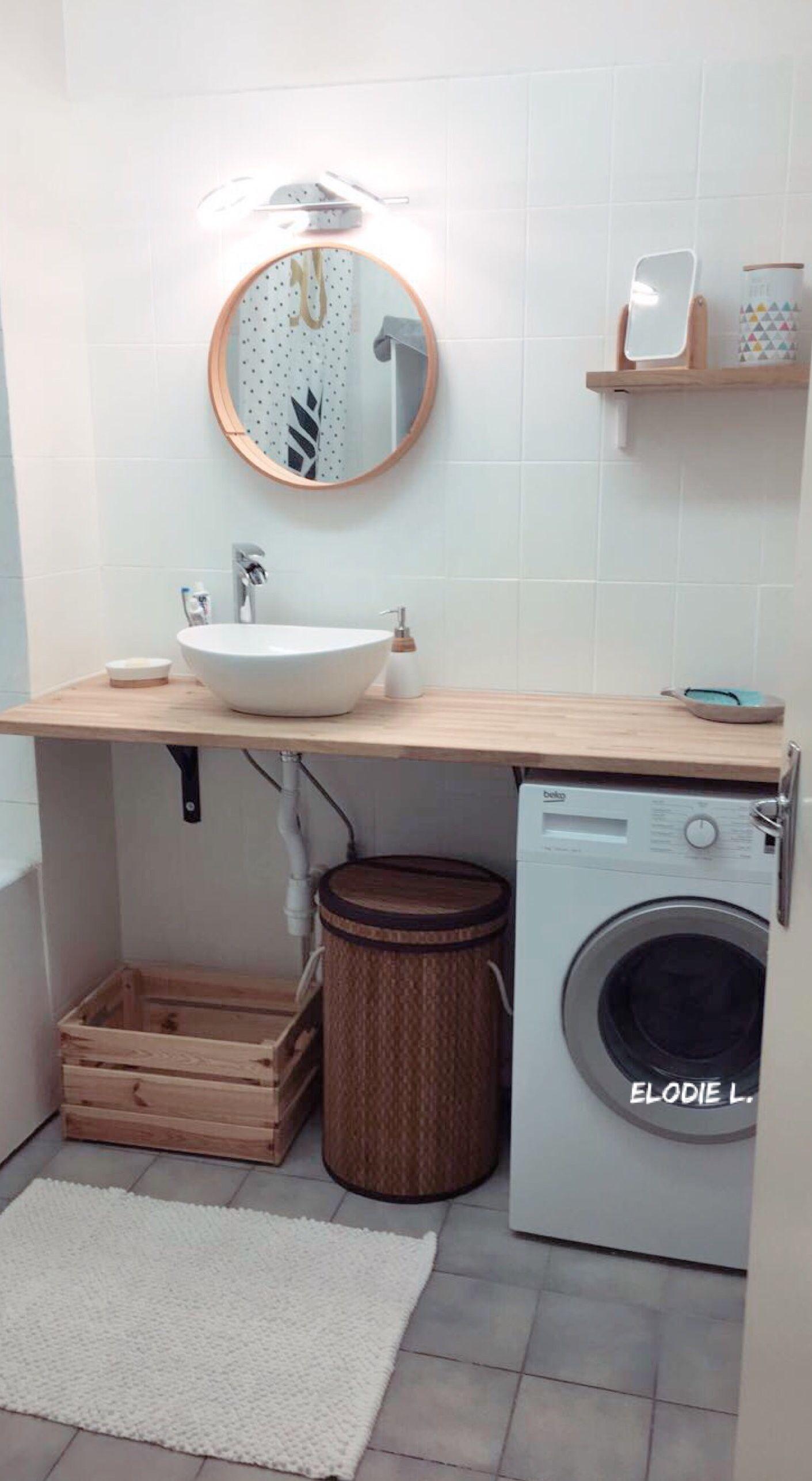 Salle de bain bois et blanc. Vasque, plan de travail, machine à