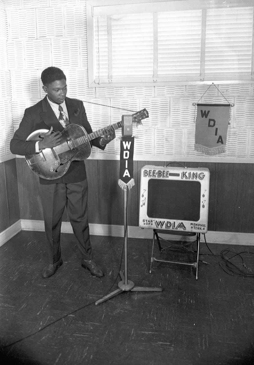 A very young B.B. King, without 'Lucille'.