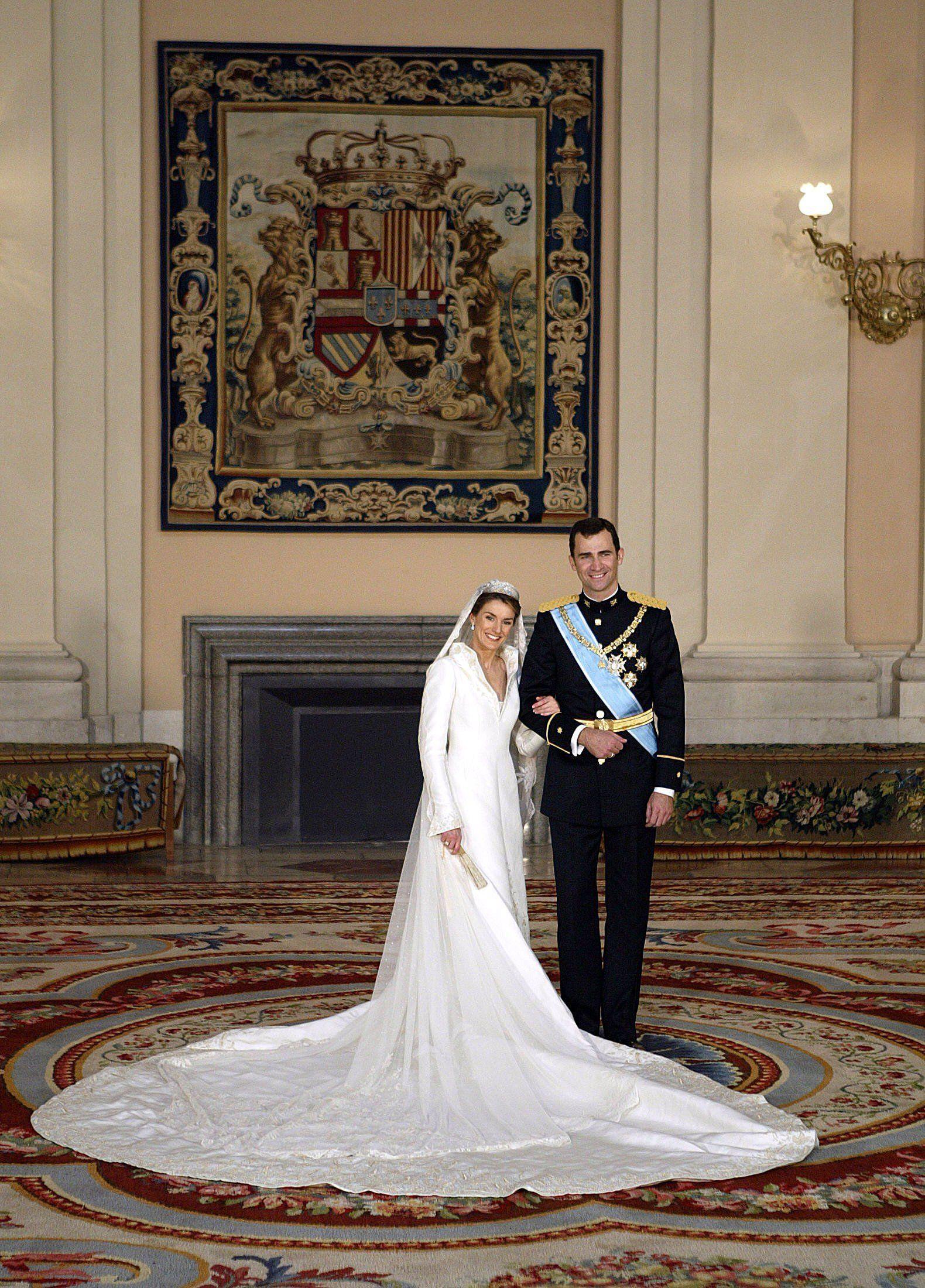 POPSUGAR UK  Königliche hochzeitskleider, Spanische hochzeit