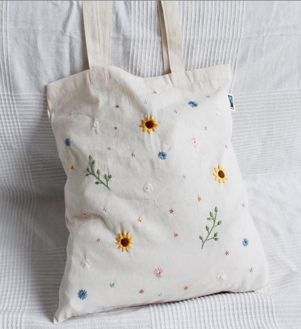 #Flowers # einzigartig # handgestickte #Jutesäcke Jutesäcke handgestickte Blumen ... - Welcome to Blog #frühlingblumen