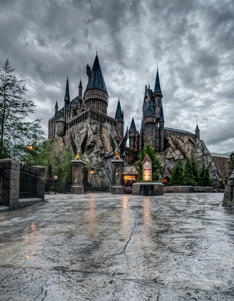9 Remarkable Photos Of The Wizarding World After Hours Harry Potter Orlando Harry Potter Universal Studios Hogwarts Orlando