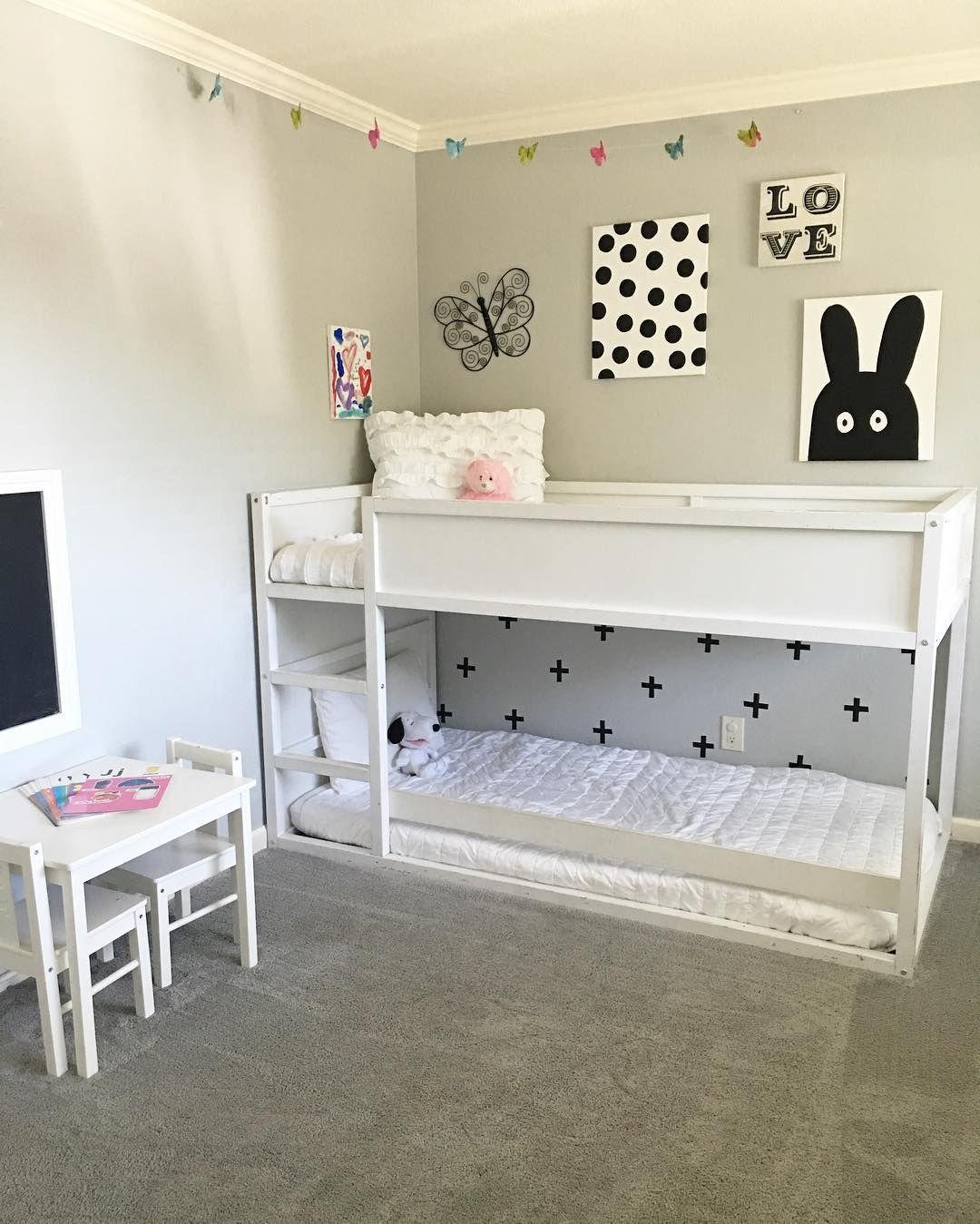 사진 설명이 없습니다. Twins room, Ikea twin bed, Girl room
