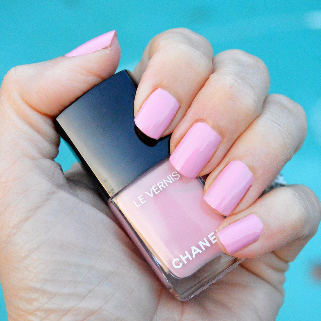chanel nuvola rosa nail polish spring 2018 review Nail