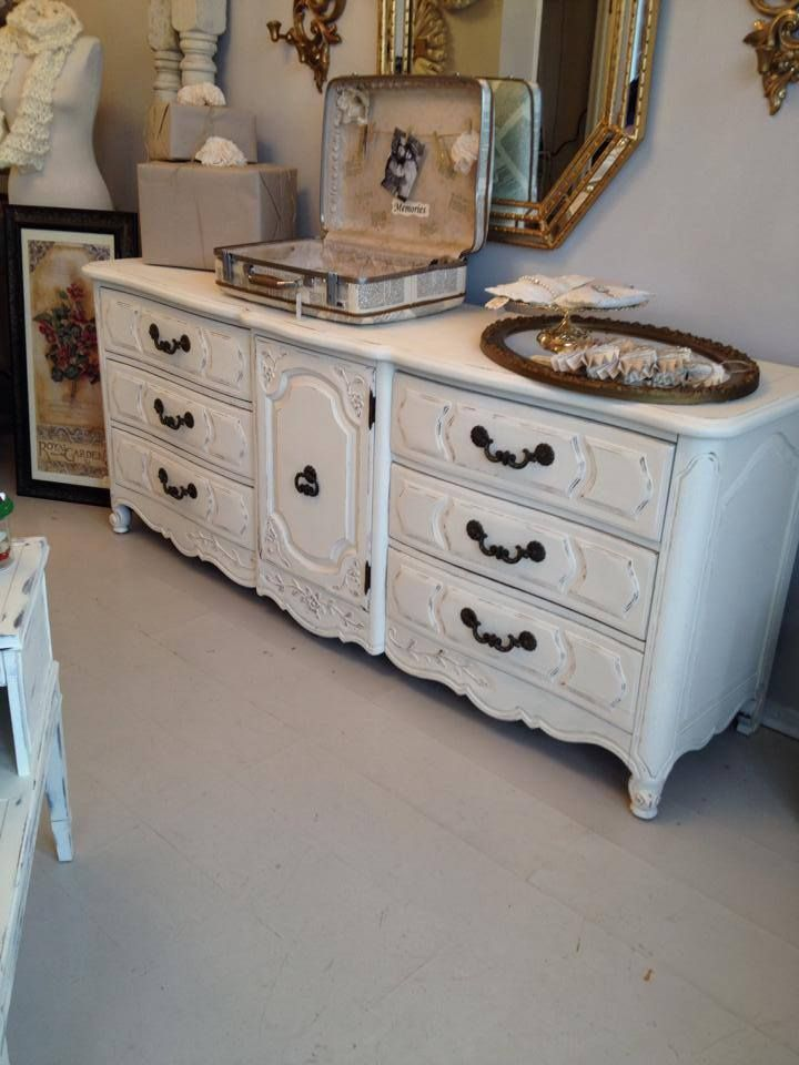 Shabby Chic Thomasville c1970's Cream Dresser with 9 Drawers.  www.facebook.com/hautevin