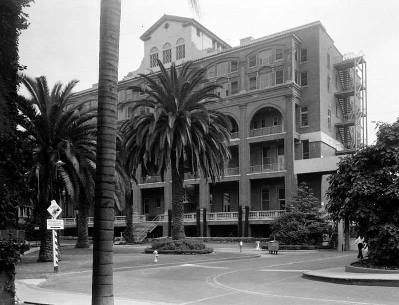 Exterior View Of Los Angeles County General Hospital Osteopathic Unit On May 5 1939 Vintage Los Angeles Boyle Heights Los Angeles