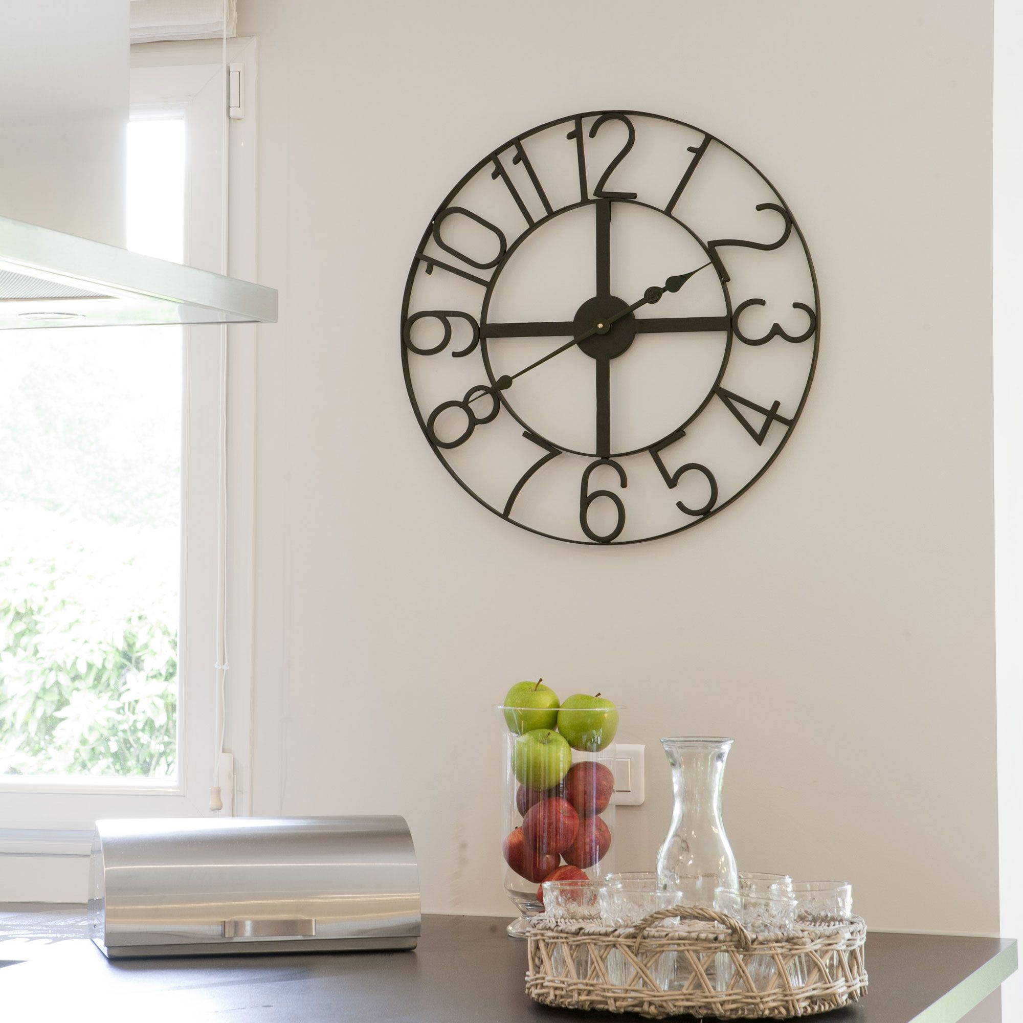horloge murale métal noir saacad