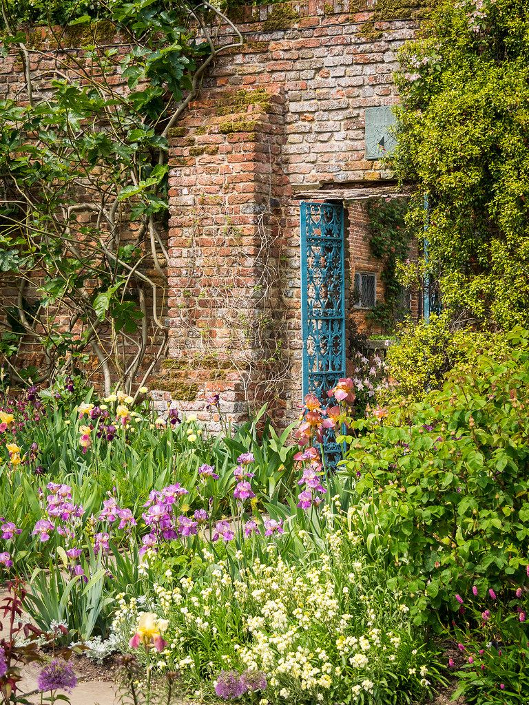 outdoormagic: Sissinghurst Castle and Gardens, Kent by Bob Radlinski on Flickr