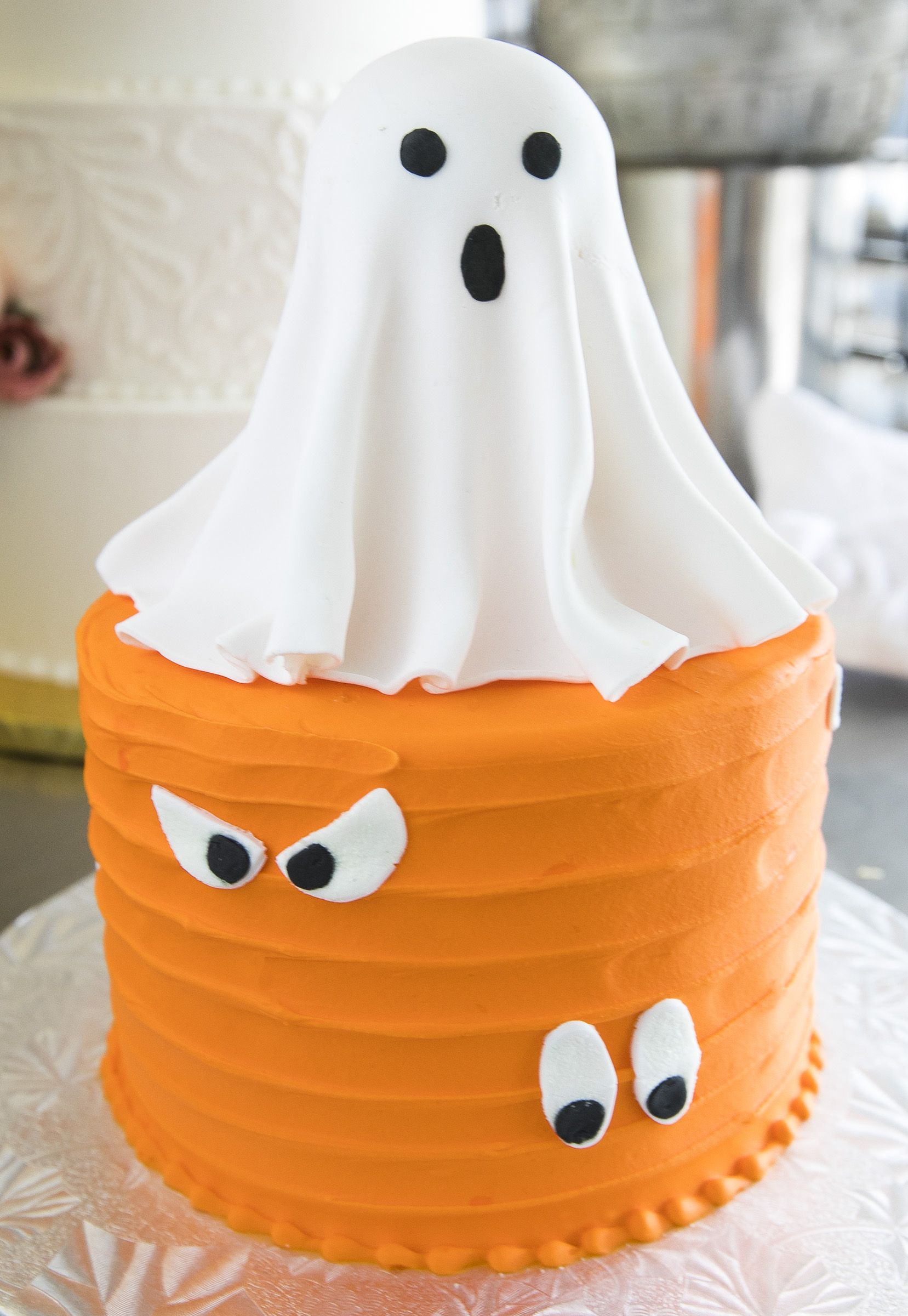 Spooky Light Up Ghost Cake Cake 055 With Images Halloween