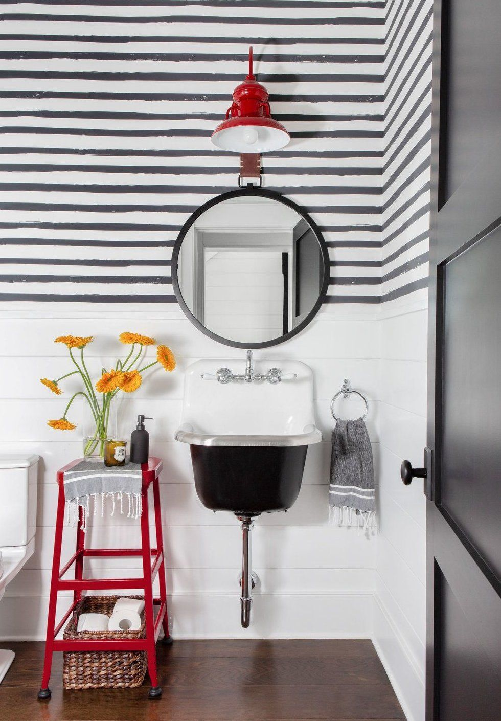 These Bathroom Storage Solutions Are Serious Game Changers Smallbathroomideas Of All The Room In 2020 Bathroom Storage Solutions Black White Bathrooms Eclectic Modern