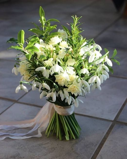 Fiori Economici Di Matrimonio Sposiamocirisparmiando It White Wedding Flowers Winter Wedding Flowers Flower Bouquet Wedding