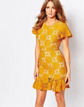 Vestido de encaje color mostaza con sobrefalda en el bajo de Millie  Mackintosh 5cda74c12c0f