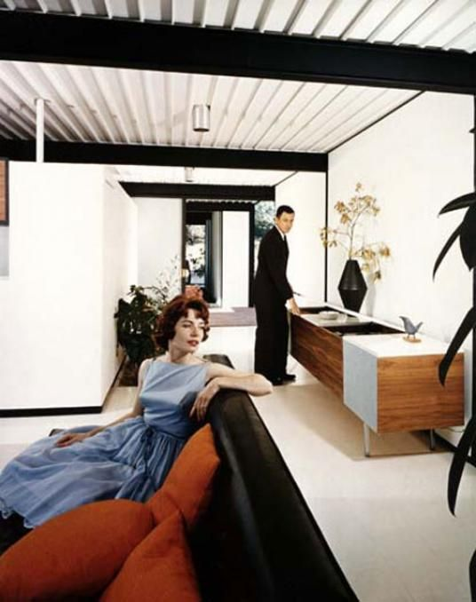 Case Study House In Los Angeles By Pierre Koenig Julius Shulman This Iconic Image Clearly Defined Gender Roles Are Set Against The Progressive