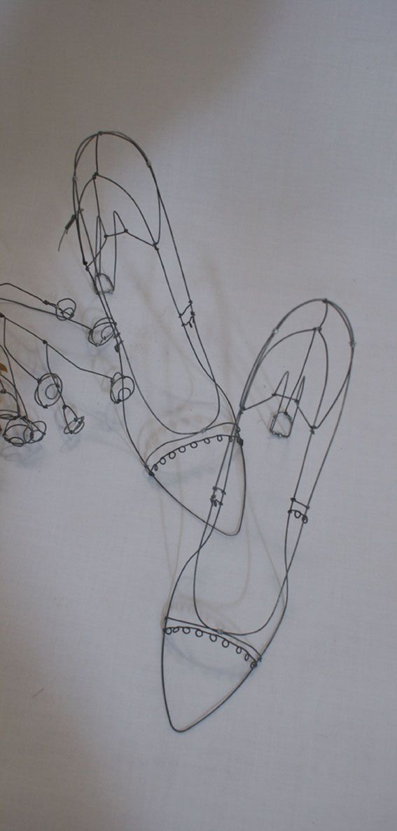objets fils de fer sculptures et objets: wire shoes Catherine Gontier