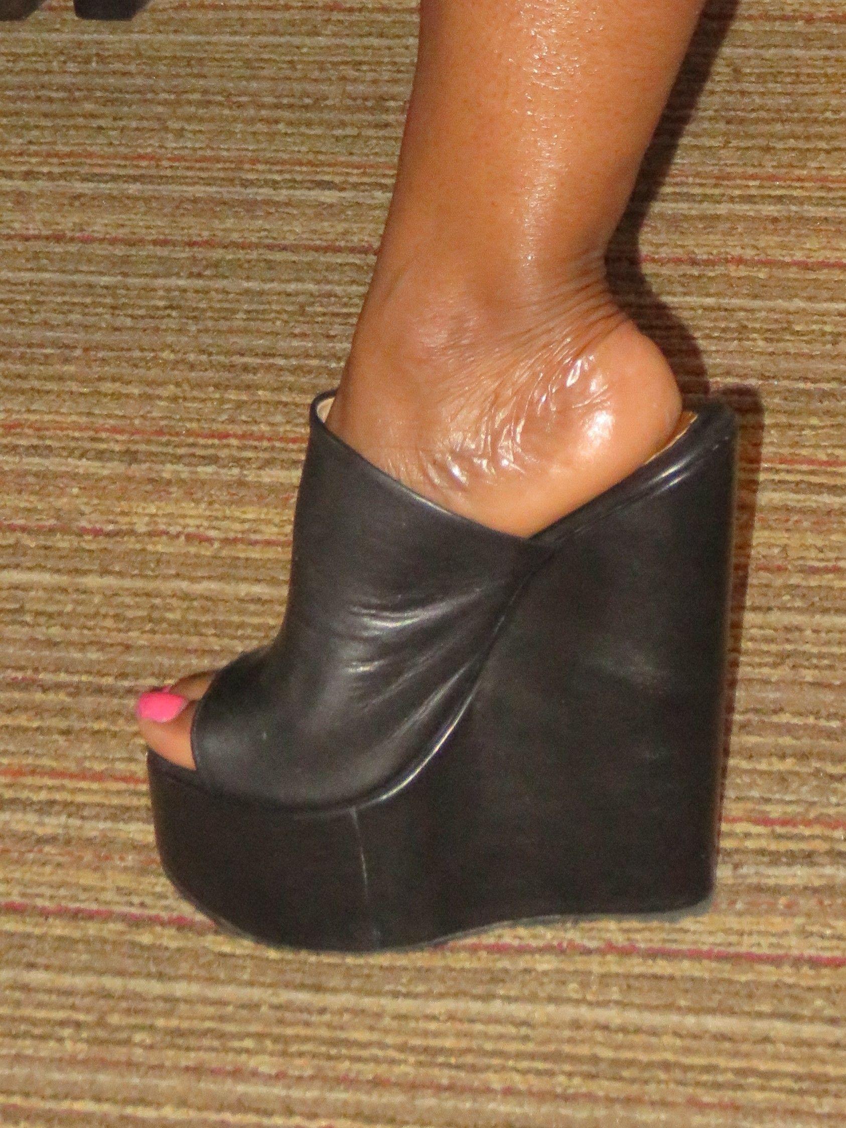 e88a798f56c Sapphic Heels
