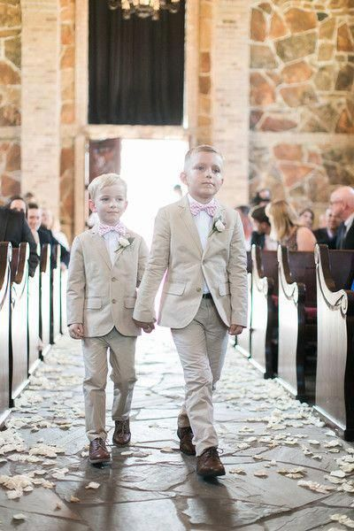 Tan ring bearer outfit idea- matching tan suits with light pink bow ties + ivory boutonnieres Sasha Bohème Photography #ringsbeareroutfit #pooloutfitideas