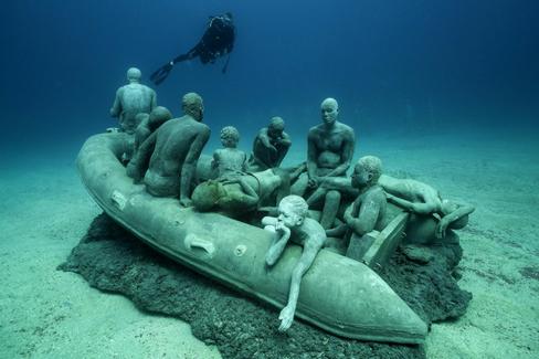 Museo Atlantico De Lanzarote La Balsa De La Lampedusa Reflexion Sobre La Crisis Humanitaria Basada En La Pintur Nel 2020 Con Immagini Arte Subacquea Fotografia Subacquea Le Foto