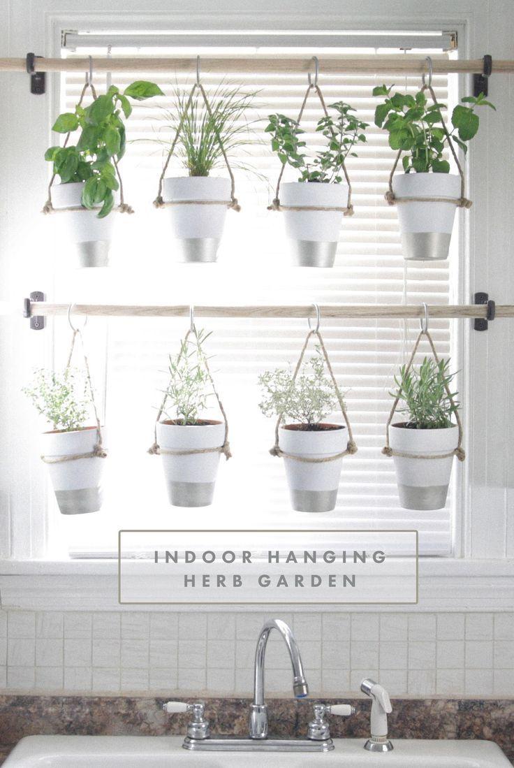 Wie man einen hängenden Kräutergarten selbst macht - tolle Idee für die Küche! | gefunden bei @pixiestic4 #plantsindoor