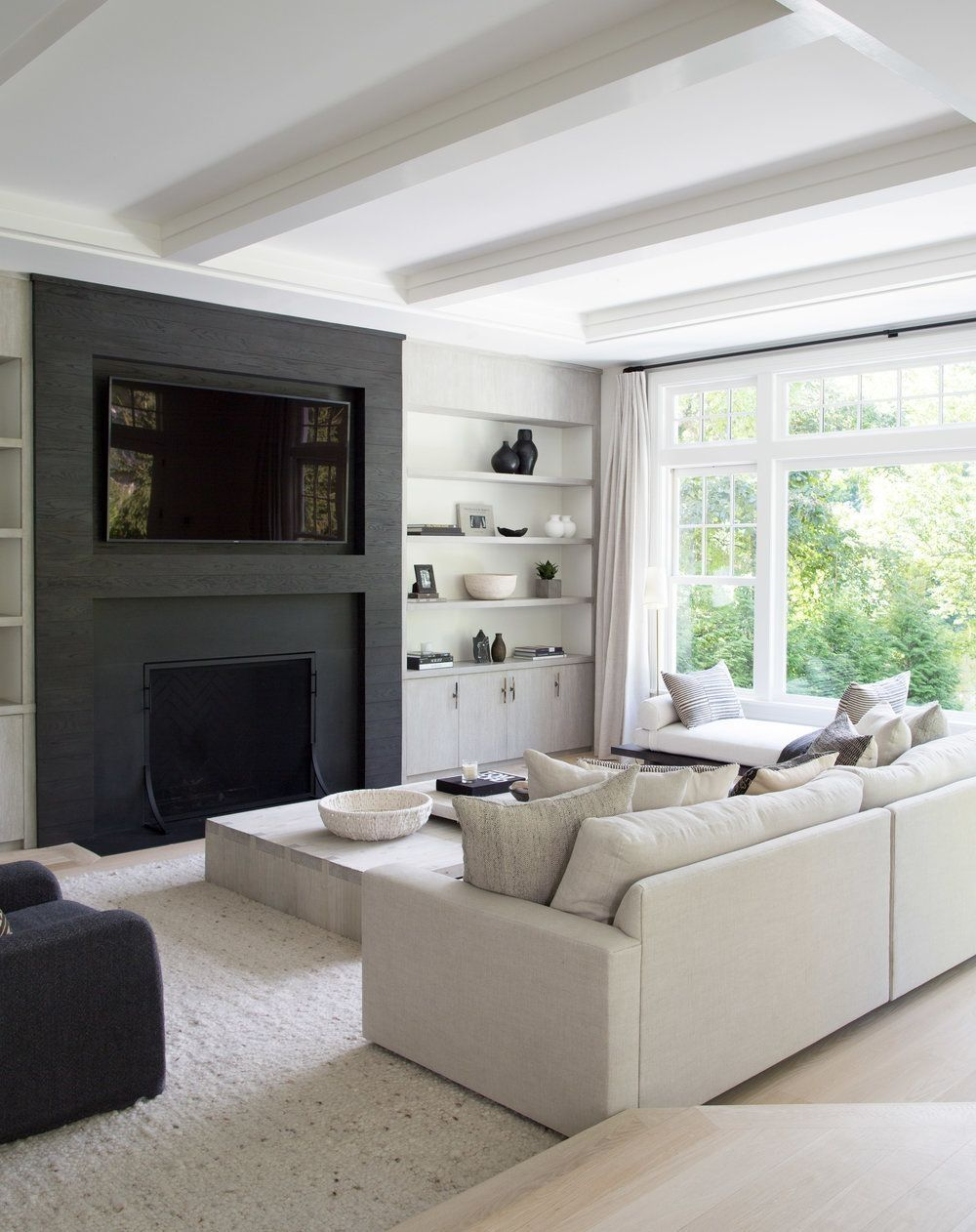 17 Fascinating Black Living Room Designs Ideas That Never Go Out