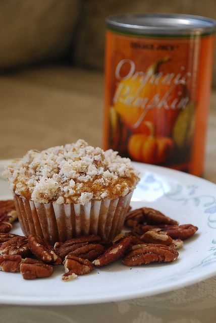 pumpkin and cream cheese muffins with pecan streusel #recipes #fall #pumpkin #muffins