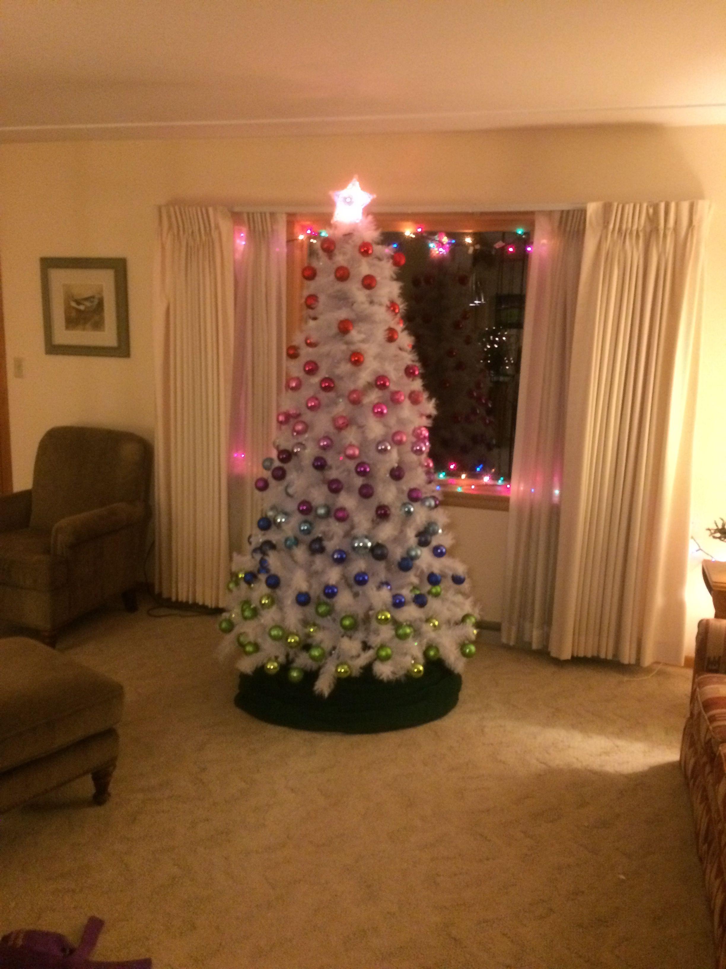 Pin By Kim Bornstine On Christmas Christmas Tree Christmas Holiday Decor
