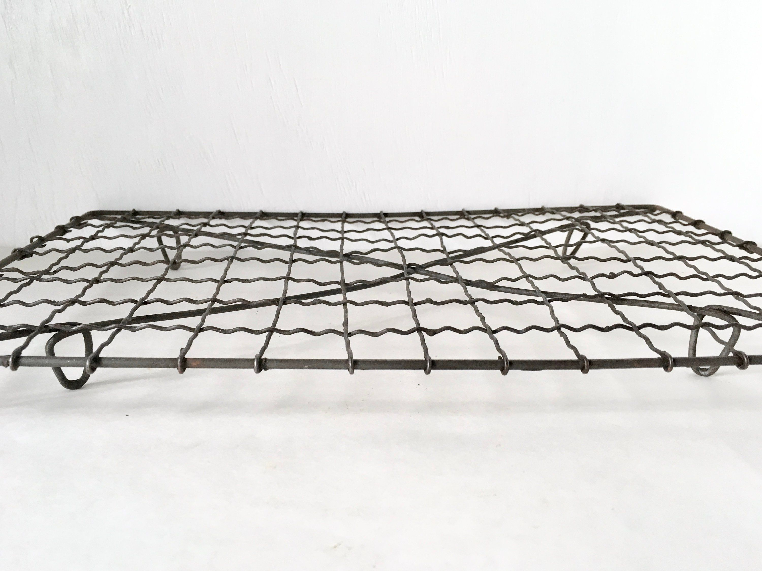 Vintage Wire Cooling Rack Crinkle Wire Work Rack Dollar Items
