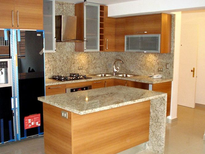 muebles para cocina enchapados y laqueados cortando con puertas ...