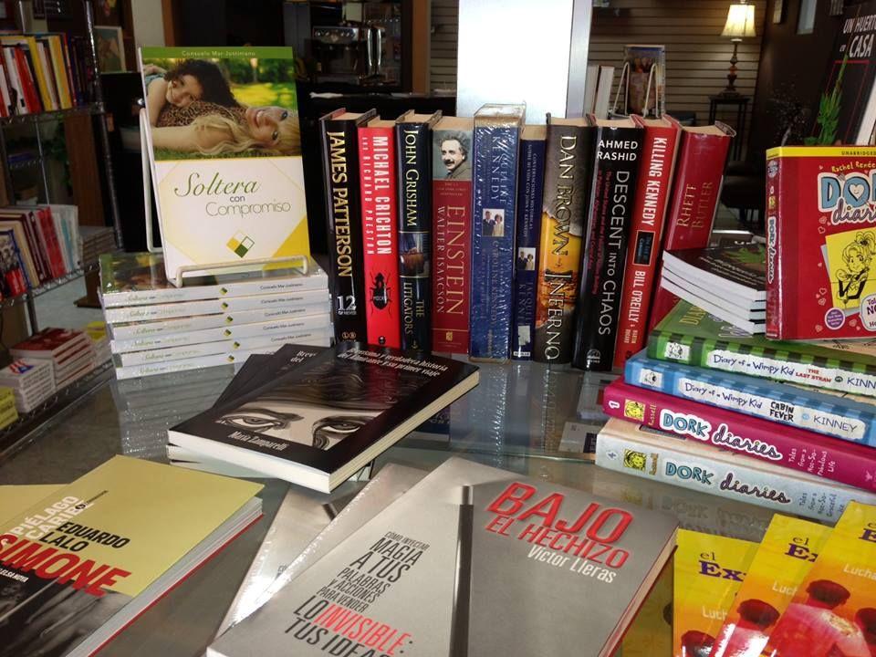 """Seguimos recibiendo libros espectaculares de autores puertorriqueños en K & L Books. Llegó Soltera con Compromiso de Consuelo Mar-Justiniano. El libro está muy bien estructurado, al final cada capítulo encuentras Siete Recomendaciones y Reflexionemos Frente al """"Espejo"""". Si escoges hacer las Reflexiones te conviertes en co-autor del libro. Muy recomendado tanto para mujeres como para hombres."""