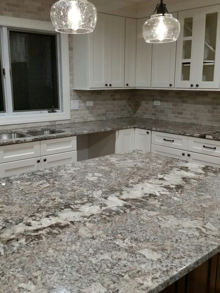 Omega beach house cabinet color ganache granite white for Kitchen cabinet colors with black granite