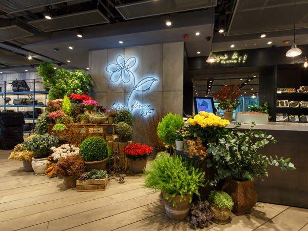 Homebuildlife Agnes B Opens Lifestyle Flagship In Hong Kong Flower Cafe Floral Shop Floral Display