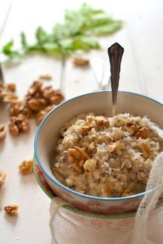Porridge végétal aux flocons d'avoine, noix et coco (avec