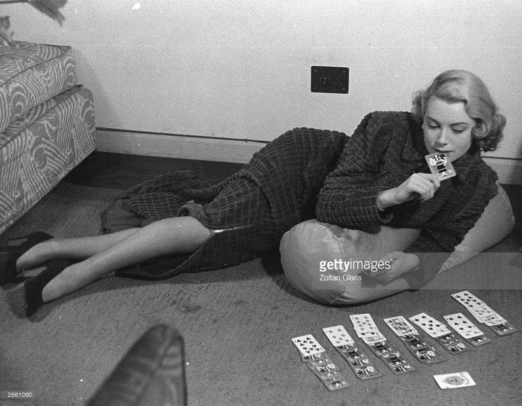 Deborah Kerr playing patience between scenes